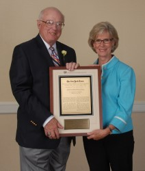 Judy Rankin is presented with the 2008 Lincoln Werden Golf Journalism Award by MGWA Board Member Dave Anderson