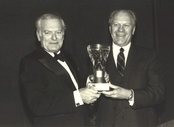 Former MGWA President Jack Whitaker presents the Gold Tee Award to former President Gerald R. Ford at the 1983 National Awards Dinner