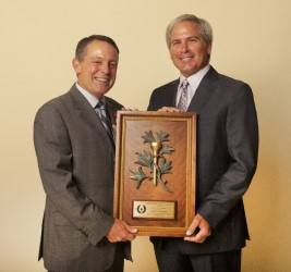 MGWA Board Member Jimmy Roberts presents the 2014 Gold Tee Award to Fred Couples