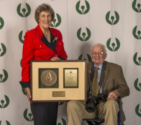 2018 Distinguished Service Award winner Carol Semple Thompson and her husband, Dick Thompson